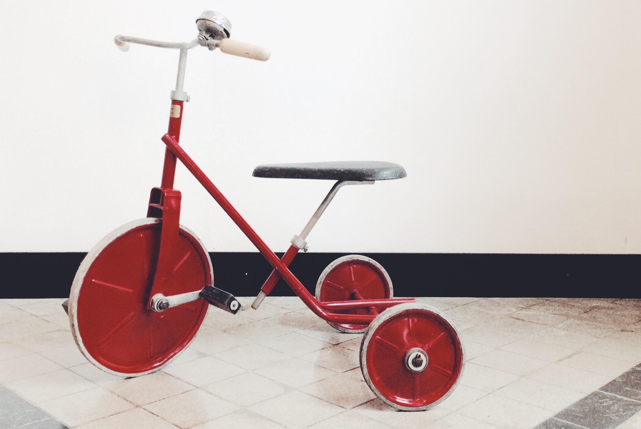 dreirad rot aus den 60er jahren my cms. Black Bedroom Furniture Sets. Home Design Ideas